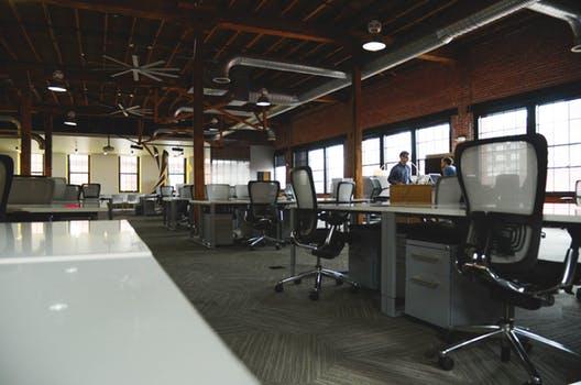 Er det bedst at købe eller leje kontorlokaler?